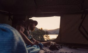 Mehr Komfort als ein Zelt bietet ein Dachzelt danke Schaumstoffmatratze und »echtem« Bettzeug.