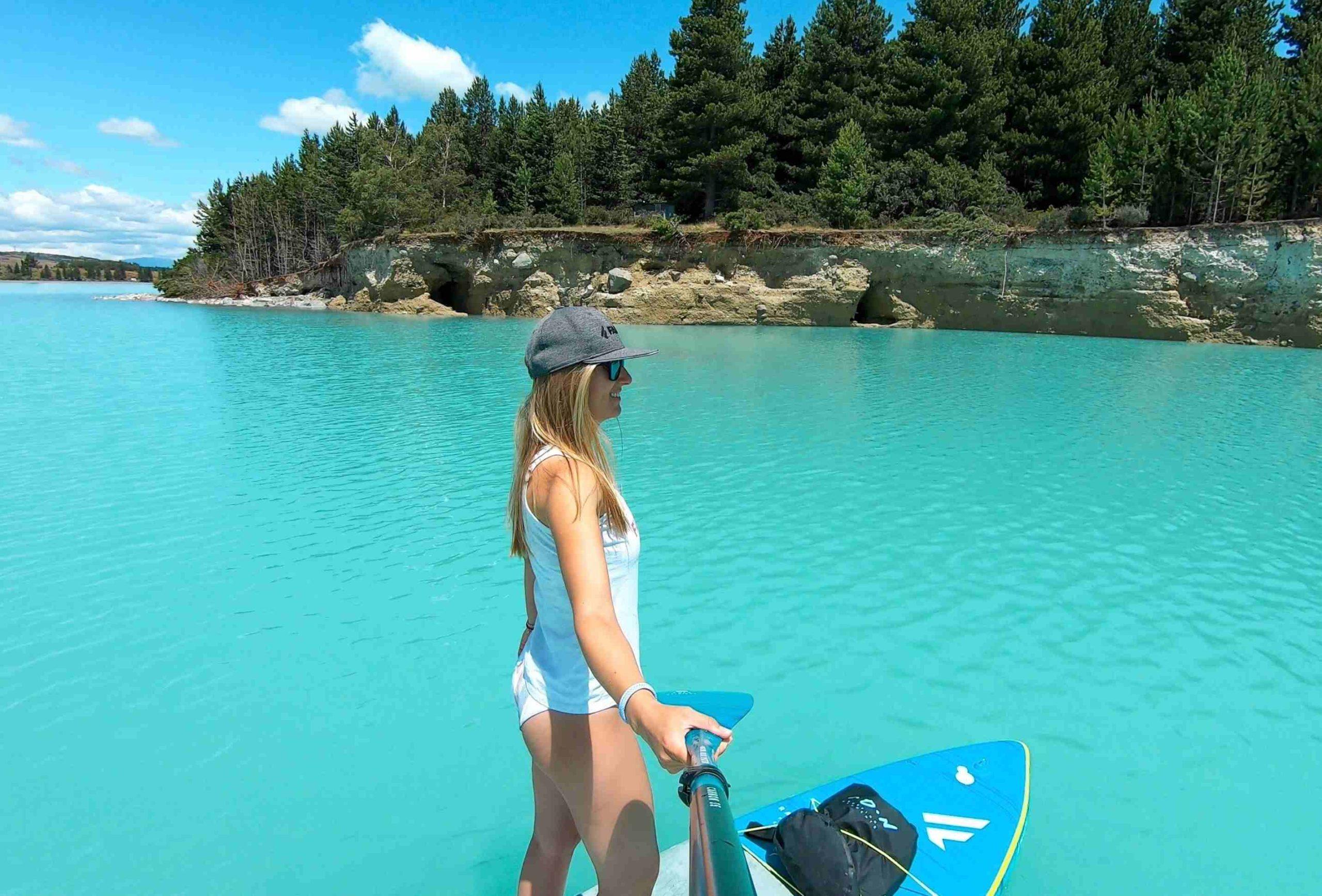 Frau auf dem SUP auf dem Lake Pukaki