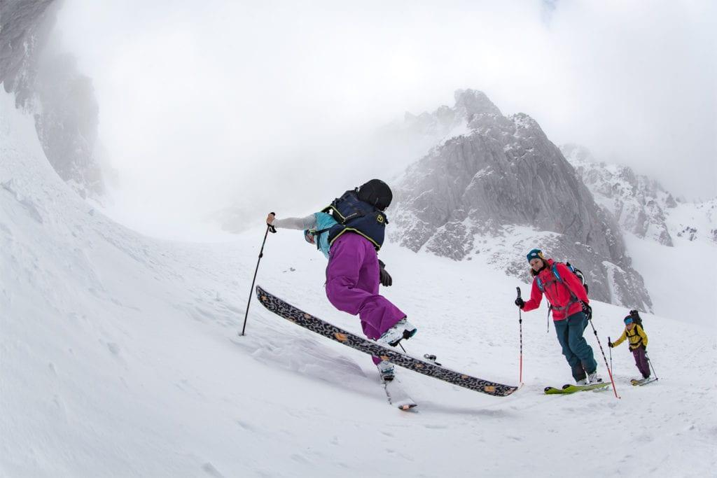 Skitourengeher in der Spitzkehre