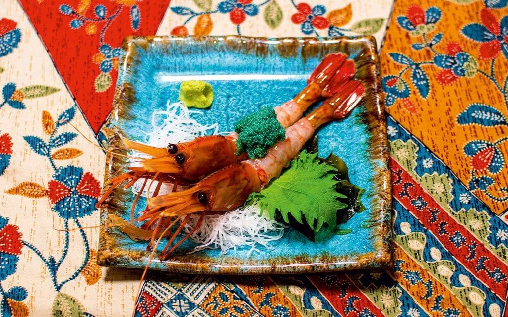 Japanische Meeresfrüchte auf einem Teller während einer Japanreise