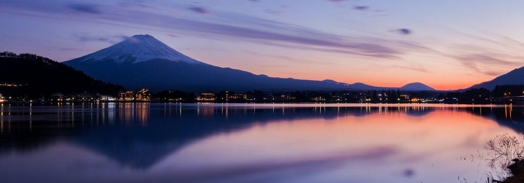 Der Mt. Fuji vom See Kawaguchi-ko aus gesehen.
