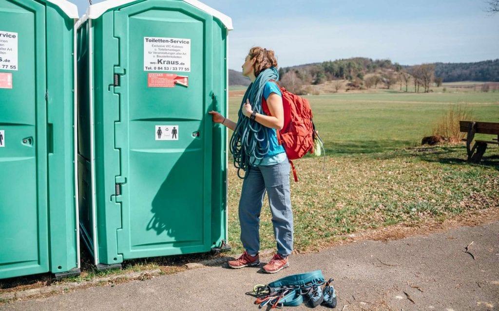 Mobile Toiletten am Kletterparkplatz