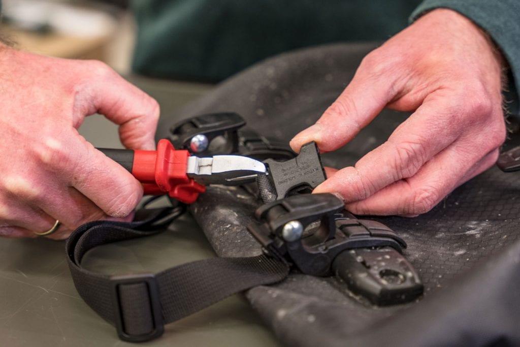 Fahrradtasche reparieren Schnalle entfernen
