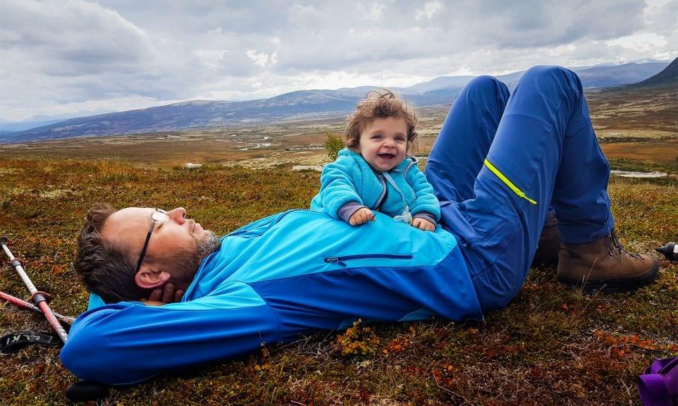 Vater und Tochter im Dovrefjell, Norwegen