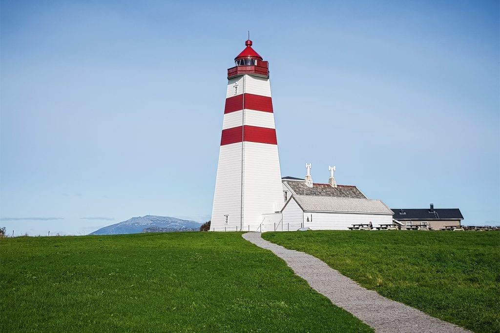 Alnes-Leuchtturm auf der Insel Godøya.