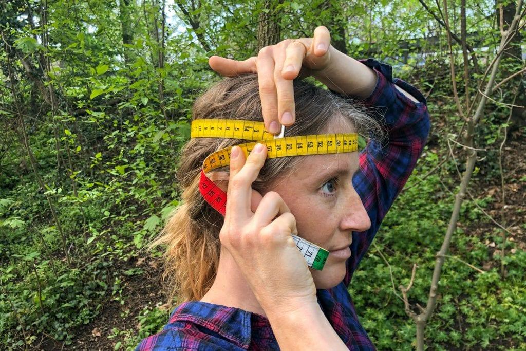 Kopfumfang messen mit Maßband