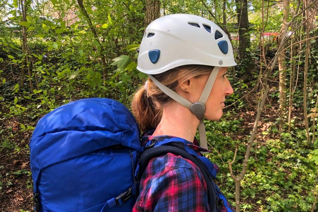 Bewegungsfreiheit Kletterhelm mit Rucksack