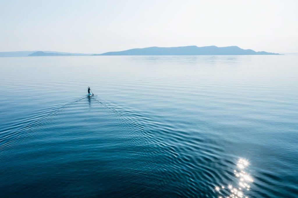 SUP-Paddler auf der Adria