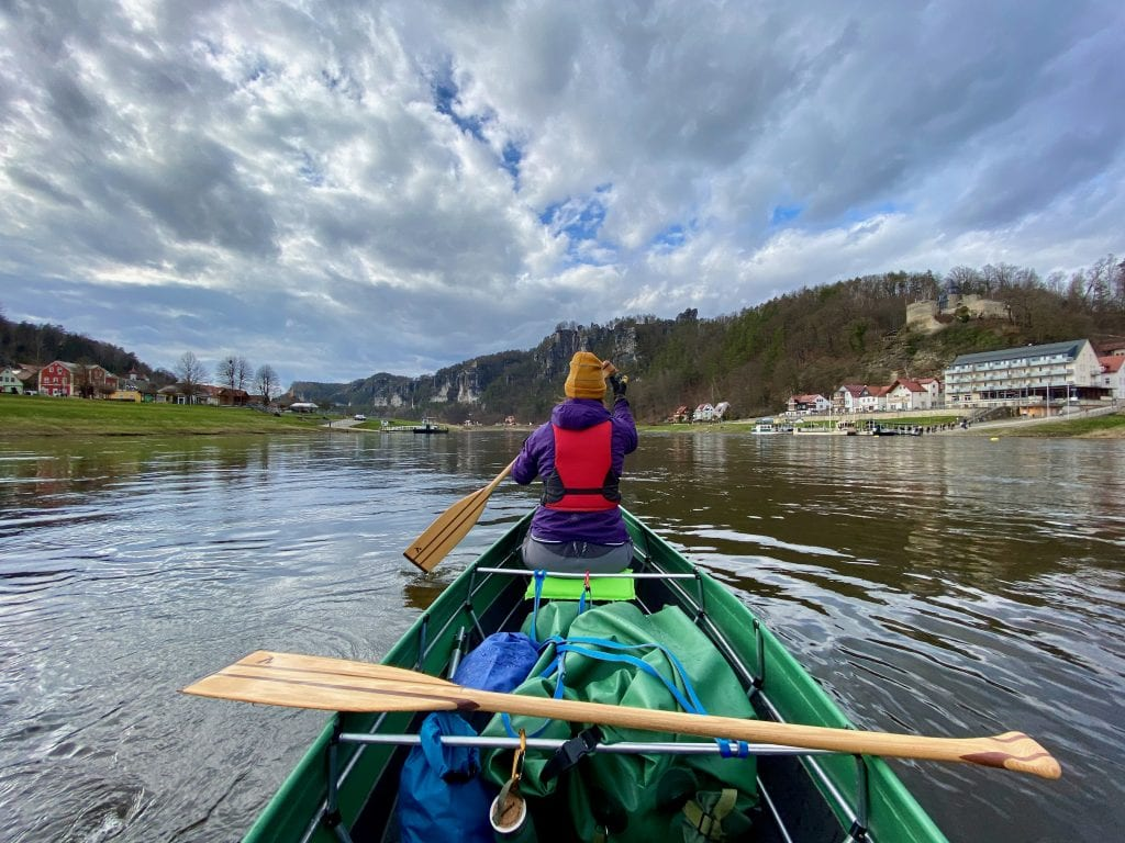 Faltkanadier auf der Elbe