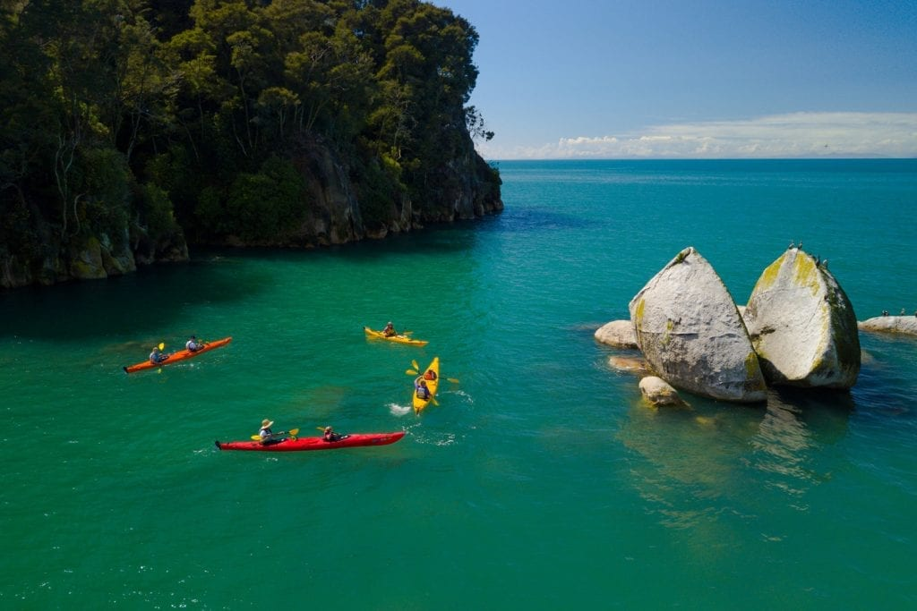 Kajaktour zum Split Apple Rock im Abel Tasman Nationalpark, Neuseeland