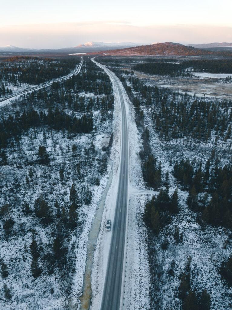 Schneeverwehte Straße